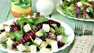 Фото рецепта Свекольный салат с рукколой и мягким сыром