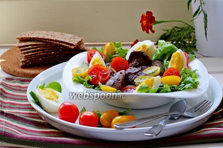 Фото рецепта Тёплый салат с куриной печенью