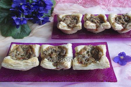 Закусочные слойки с грибной начинкой
