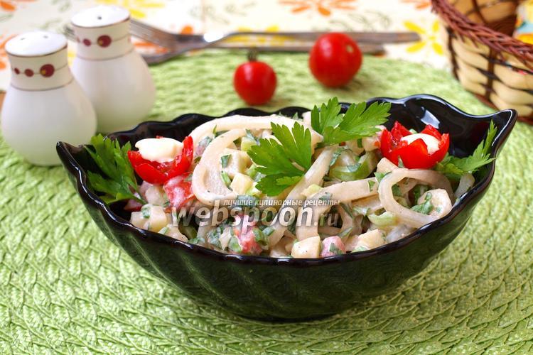 Фото Салат из кальмаров со свежими овощами и картофелем