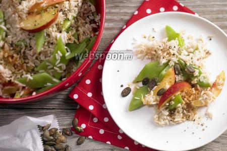 Рисовый салат с фасолью и нектаринами
