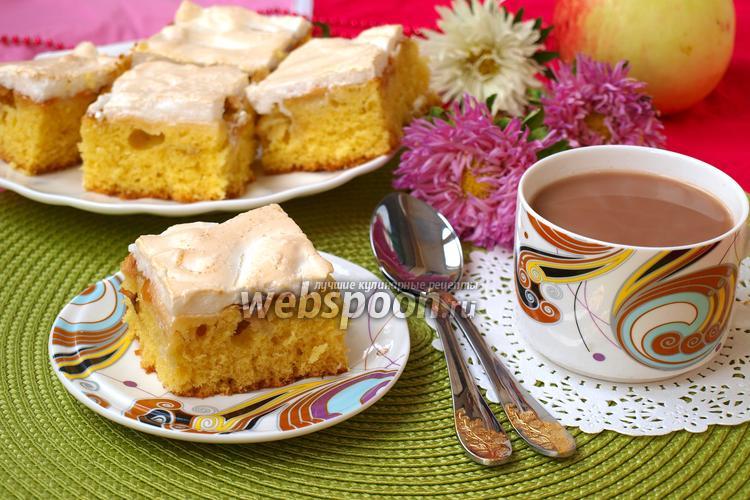 Фото Яблочный пирог с меренгой