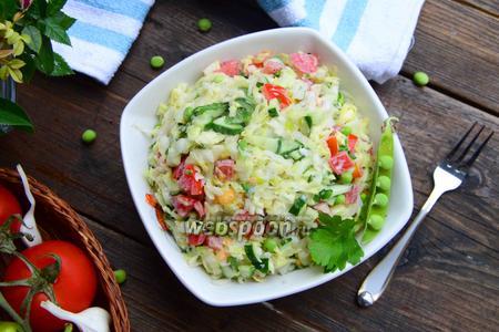 Салат из молодой капусты со свежим горошком