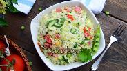 Фото рецепта Салат из молодой капусты со свежим горошком