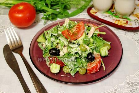 Салат с рукколой и малосольными огурцами