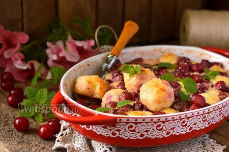 Творожные кнедлики в вишнёво-сметанной заливке