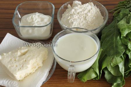 Для приготовления пирога нужно взять муку, йогурт, молоко и соль для теста, а также шпинат и сыр для начинки.