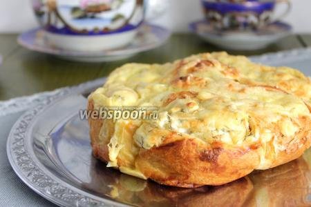 Фото рецепта Закусочный пирог из слоёного теста и сыра