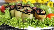 Фото рецепта Рулетики из баклажан с фасолью