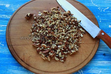 Грецкие орехи, крупно нарубить