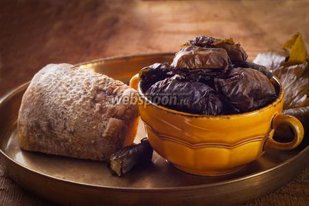 Сыр запечённый в духовке с виноградными листьями