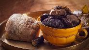 Фото рецепта Сыр запечённый в духовке с виноградными листьями