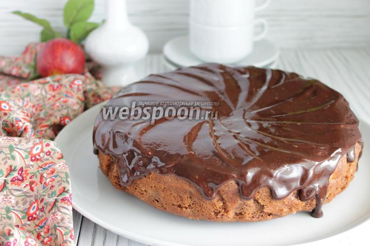Фото Шоколадный пирог с яблоками