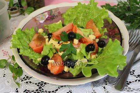 Салат летний с маслинами и каперсами