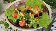 Фото рецепта Салат летний с маслинами и каперсами