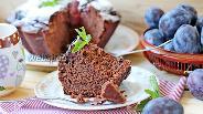 Фото рецепта Шоколадный кекс со сливой