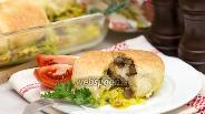 Фото рецепта Булочки с грибами на капустной подушке