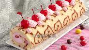 Фото рецепта Узорный рулет с ягодным кремом