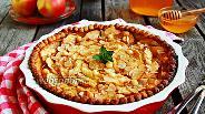 Фото рецепта Яблочный пирог с медовой заливкой
