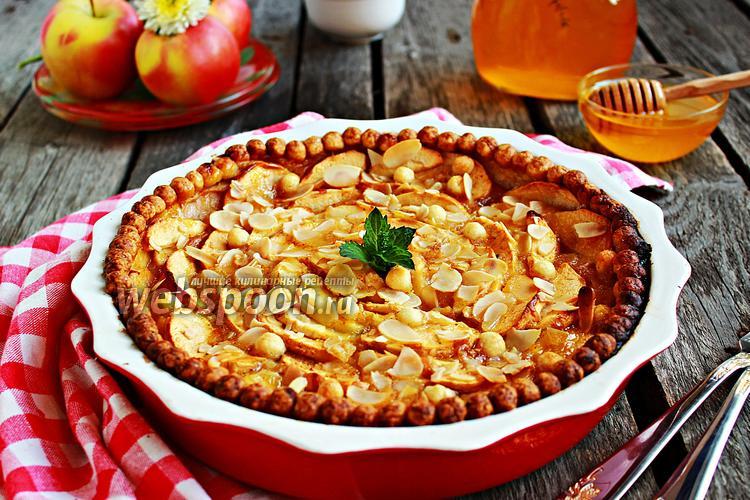 Фото Яблочный пирог с медовой заливкой
