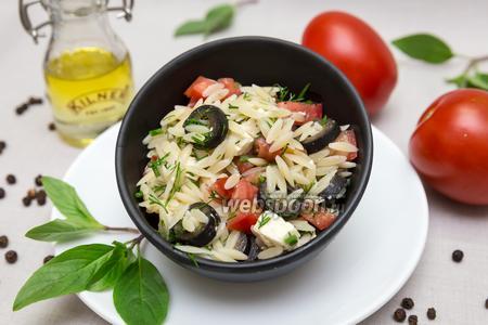 Салат с орзо и сыром Фета