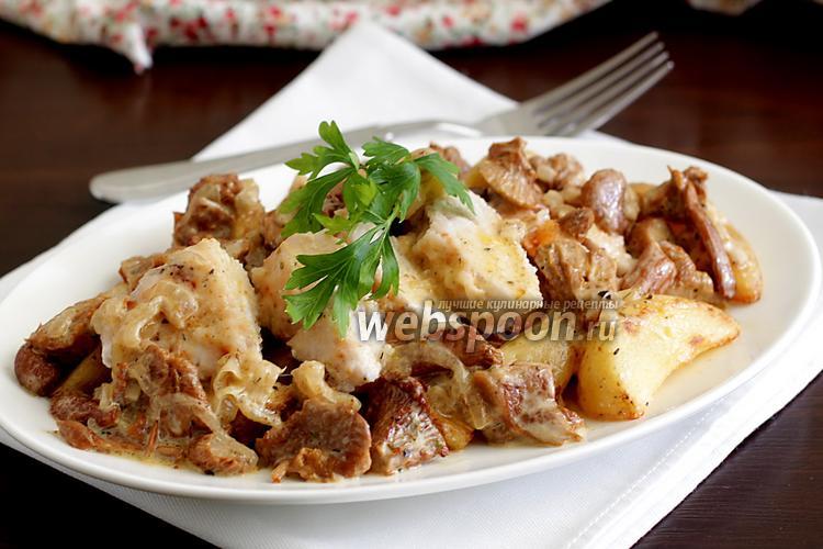 Фото Обжаренное куриное филе в сливочном соусе из лисичек