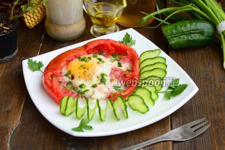 Яичница в помидоре с зелёным луком в духовке