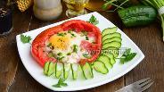 Фото рецепта Яичница в помидоре с зелёным луком в духовке