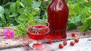 Фото рецепта Ликёр из малины с вишневыми ветками