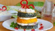 Фото рецепта Кабачковые башенки с чесночным соусом и сладким перцем