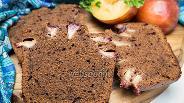 Фото рецепта Шоколадно-миндальный кекс со сливами