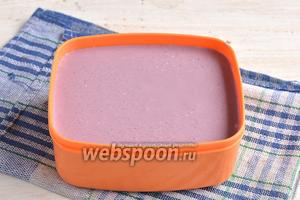 Поместить массу в контейнер для заморозки.Закрыть крышкой. Поставить в морозилку на 4-5 часов.