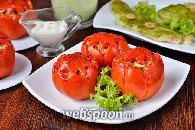 Фото Помидоры начинённые картофелем, грибами, сыром и оливками с соусом из петрушки и сметаны