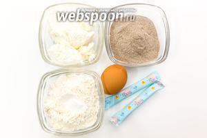 Для приготовления нам понадобятся мука, гречневая мука, творог, яйцо, сахар, соль, разрыхлитель.