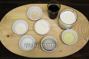 Для приготовления нам понадобятся такие продукты: молоко, рассол оливковый, мука пшеничная, дрожжи сухие, сахар, соль, масло оливковое со специями.