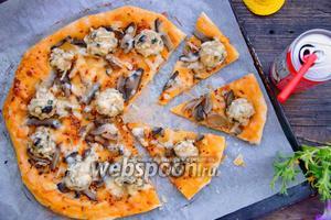Пицца с особым куриным фаршем и шампиньонами