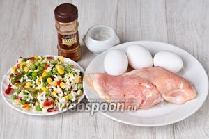 Для приготовления вкусной запеканки нам понадобятся яйца куриные, куриное филе, гавайская смесь (горошек зелёный, кукуруза, красный и жёлтый сладкий перец, рис), соль, перец красный молотый.