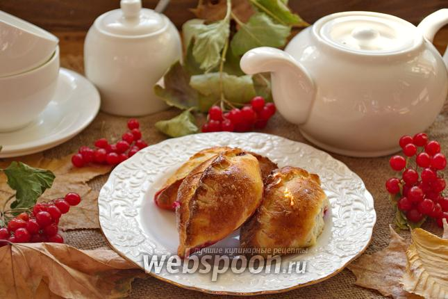 Фото Дрожжевые пирожки с вишней