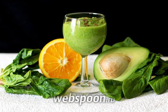 Фото Смузи из авокадо, банана и шпината