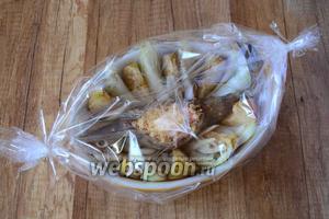 Блюдо положить в рукав для запекания. Запекаем рыбу в разогретой, до 200°С духовке, около 1 часа. Время приготовления может изменяться, ориентируйтесь на свою духовку!