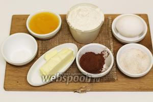 Для приготовления будем использовать следующие продукты: сахар, мёд, яйцо куриное, масло сливочное, какао, соду, муку пшеничную.