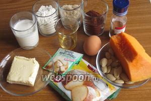 Для приготовления пирога нам понадобится мякоть тыквы, яйца, мука, коричневый сахар, сливочное масло, какао порошок, миндаль, разрыхлитель, ром, корица, сливки и сахарная пудра.
