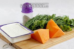 Для начинки понадобятся тыква, сыр Фета, ещё какой-нибудь нейтральный твёрдый сыр (у меня Джугас), разная зелень, чёрный перец и капля растительного масла для обжаривания тыквы.