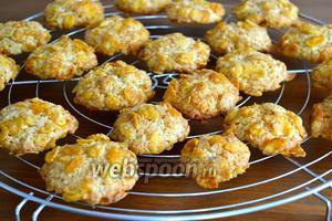 Выпекать в духовке на нижем уровне 12-15 минут, до золотистого цвета. Следить по своей духовке! Готовое печенье выложить на решётку и остудить.