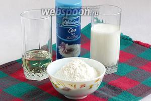 Для приготовления теста нам понадобится мука, кефир, сода, соль, растительное масло.
