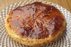 Готовый пирог ещё раз смазать сахарным сиропом и остудить. Приятного аппетита. :))