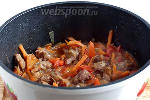 После выкипания жидкости овощи немного улягутся.