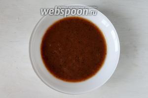 Подавать суп-пюре будем следующим образом. Суп наливаем в тарелку.