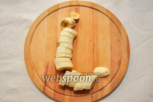 Нарежем банан.