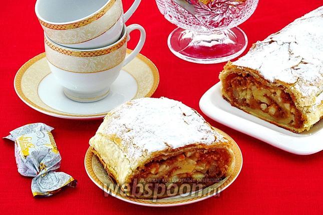 Фото Штрудель с грушами и овсяным печеньем